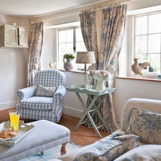 http://3.bp.blogspot.com/-TJEoj4p8Oz4/UZ-Ey-OQmwI/AAAAAAAAEtI/TkqhJw2IkyU/s1600/Pale-blue-and-white-living-room--Country-Homes-and-Interiors--Housetohome.co.uk.jpg