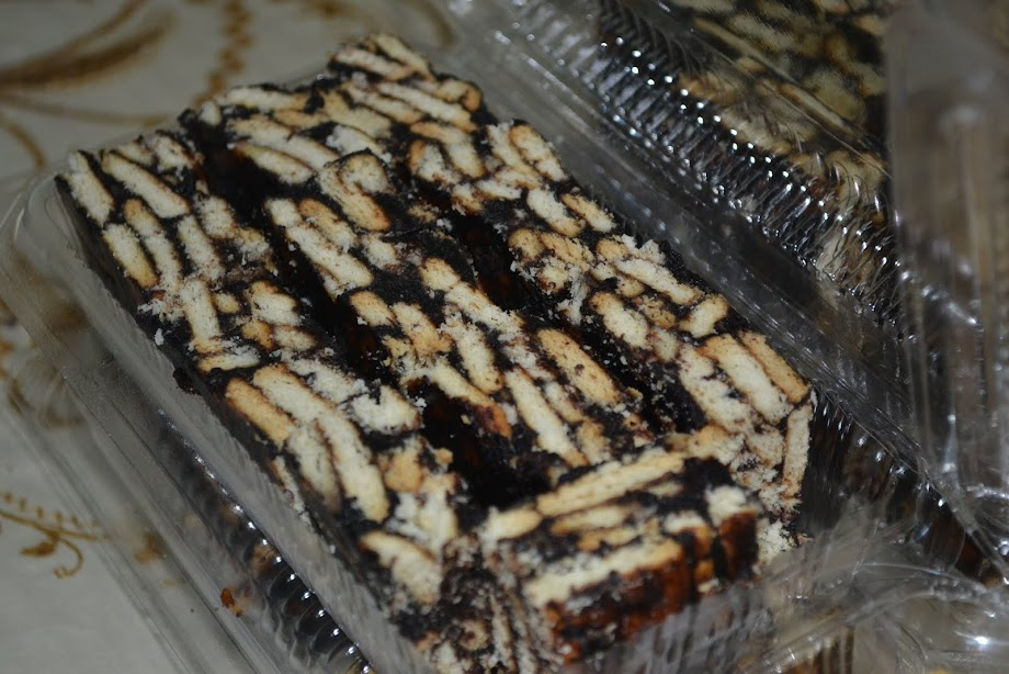 kek batik. sepotong RM 0.60..1 Pack 10 biji RM6.00