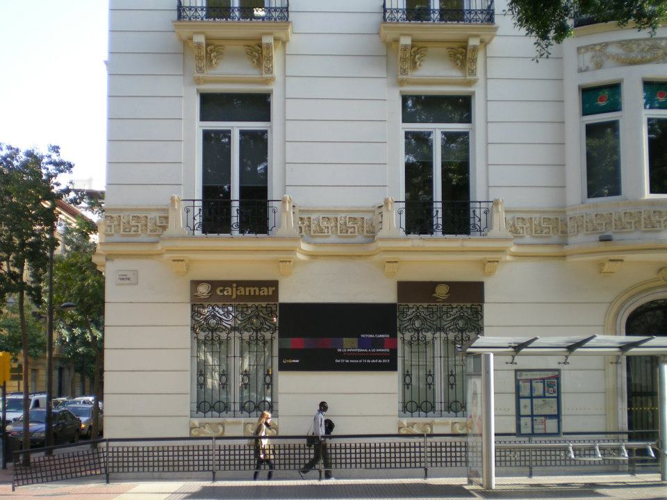 Victoria carre o exposici n en la sala cajamar alameda for Oficinas de cajamar en malaga
