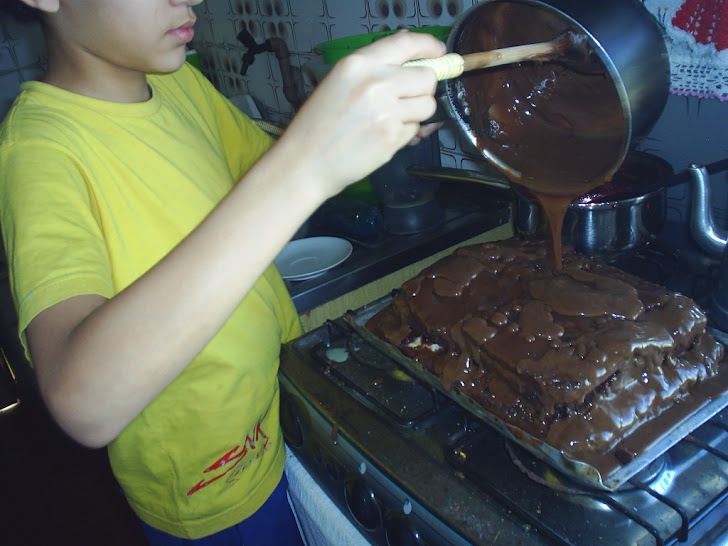 Gabriel e seu bolo de Trakinas