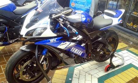 gambar Yamaha R1 otobursa 2015