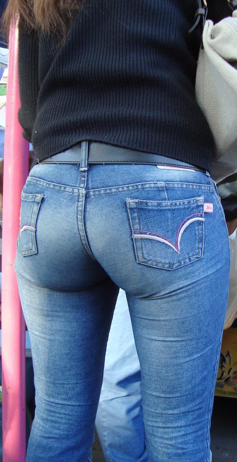 Nice milf ass in jeans