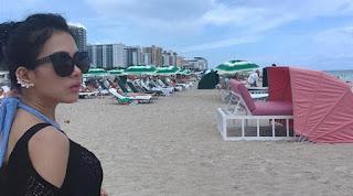 Foto Seksi Syahrini Berbikini di Pantai Miami