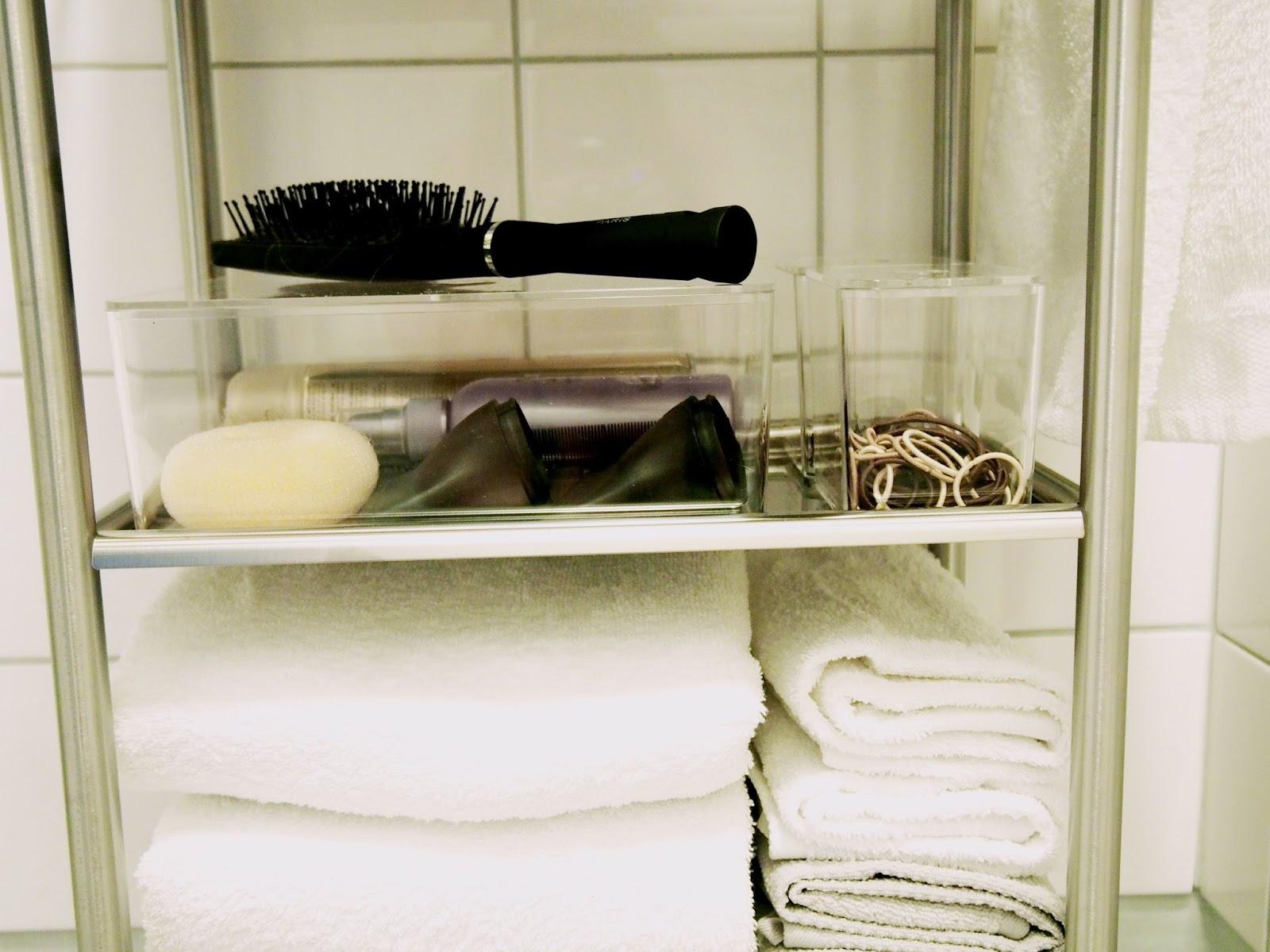 Tavaroiden järjestyksestä huoletiminen auttaa tilan siistinä pitämistä ja helpottaa tavaroiden löytämistä.