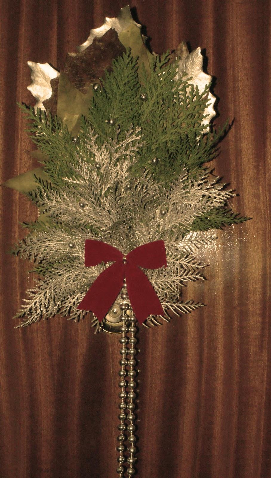 La arqueta con sue os adornos navide os para la puerta de - Adornos de navidad para las puertas ...