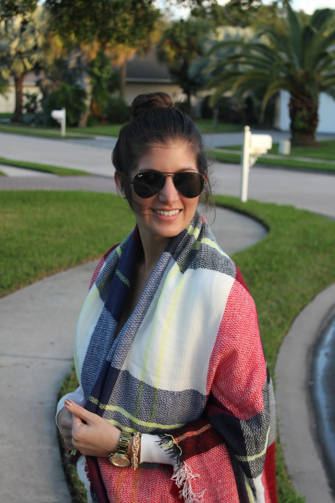 6 Ways To Style Blanket Scarves - Neutral2Neon.com
