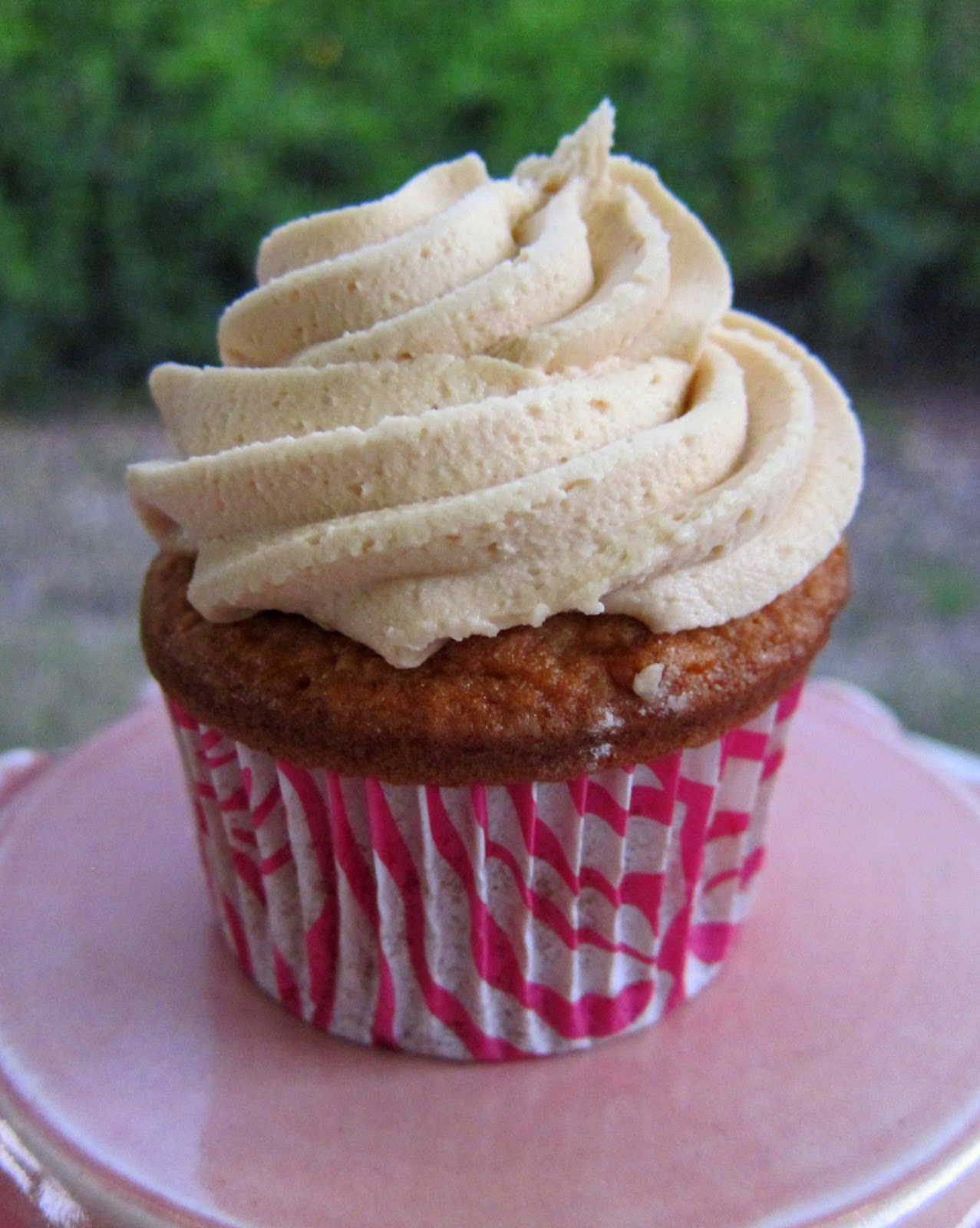 Biscoff Cupcakes with Biscoff Buttercream | Plain Chicken