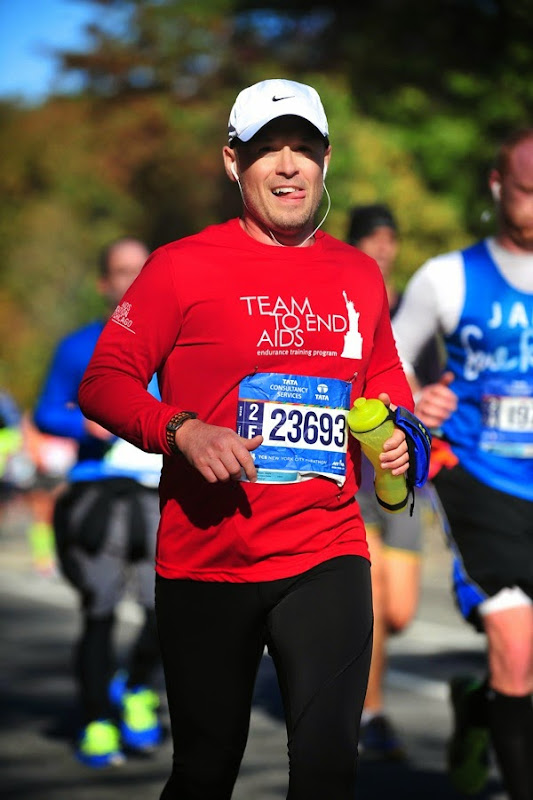 2014 New York Marathon Team to End AIDS runner
