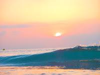 06.55 El sol baña el mar