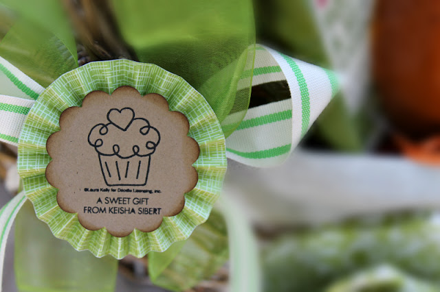 picnic basket, Cupcake Wine, Wine bottle gift bag, stemless wine glasses