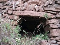 Detall de l'amagatall sota el Serrat del Moro