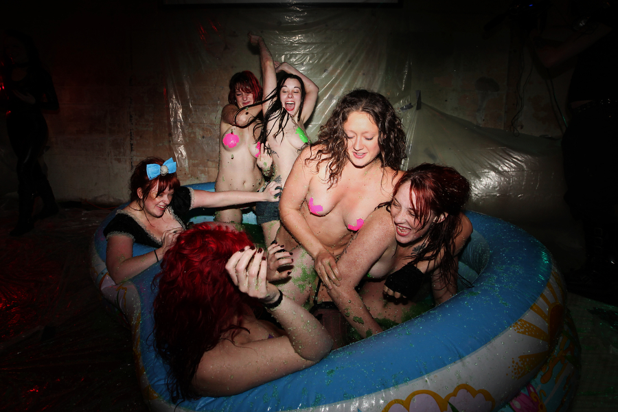 naked jello wrestling