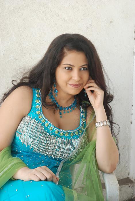 anusha exposing