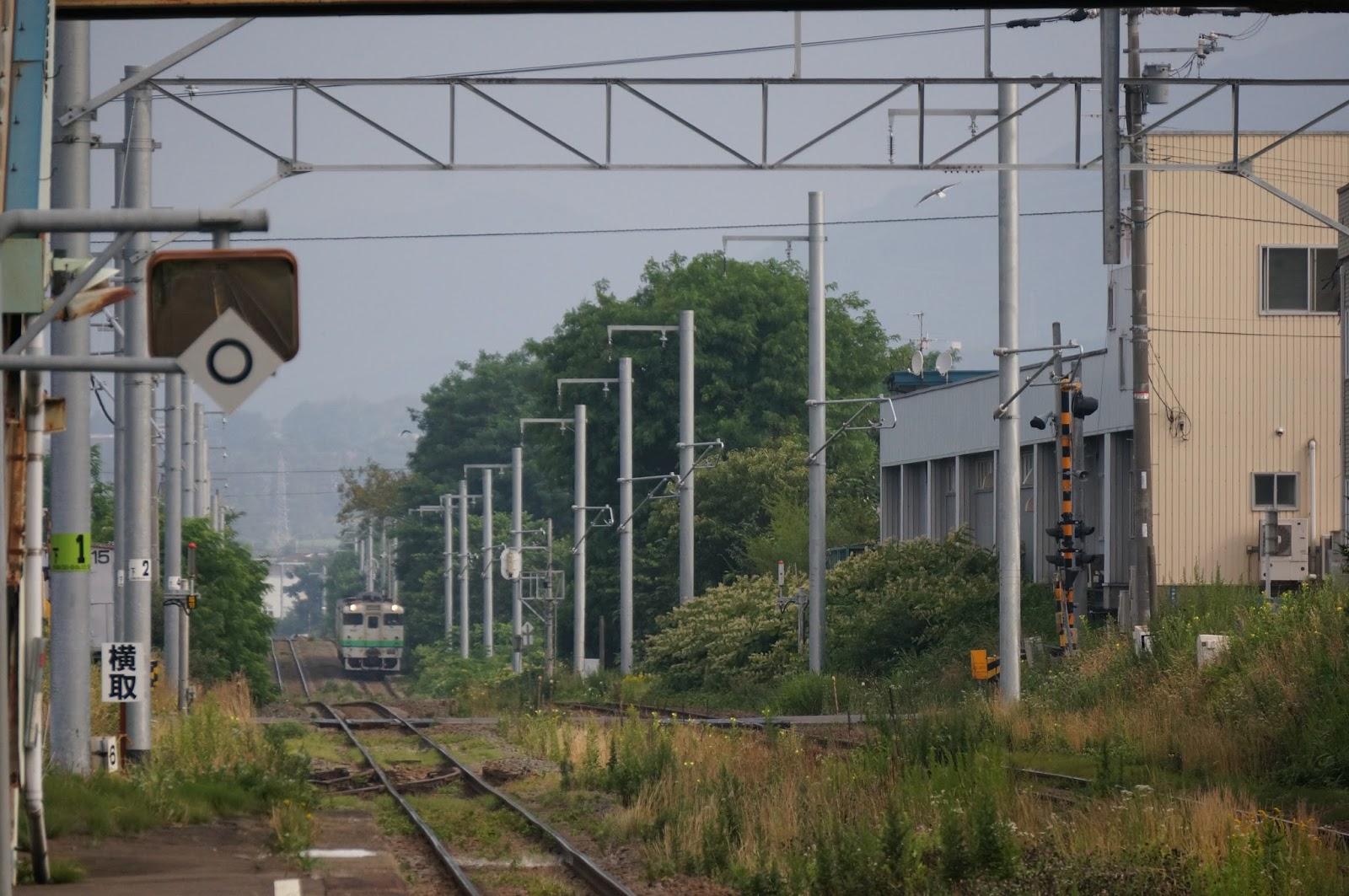 函館本線桔梗駅に到着するキハ40