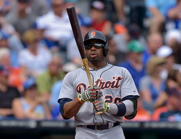 Rajai Davis leaves must-win game with an apparent injury