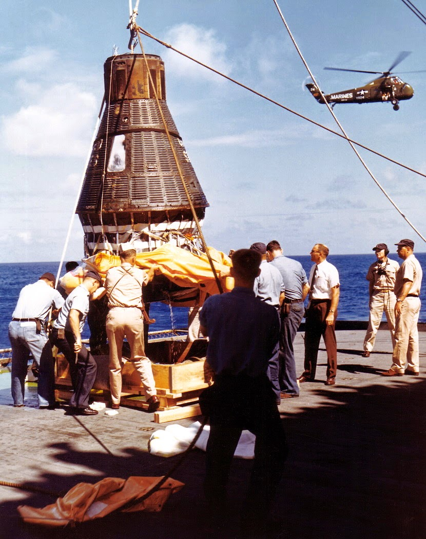 Cápsula Sigma 7 en el portaaviones de EE.UU Kearsarge.