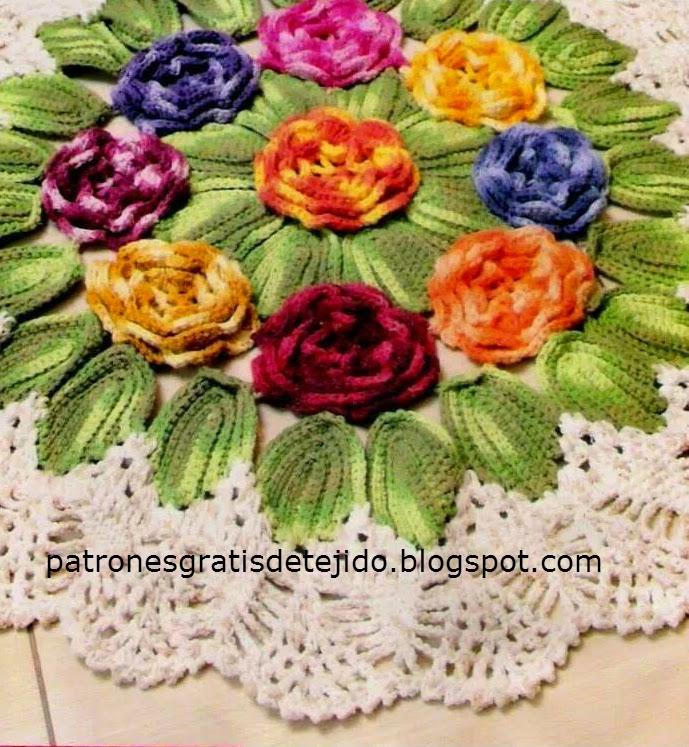 Carpeta con flores y hojas borde blanco al crochet
