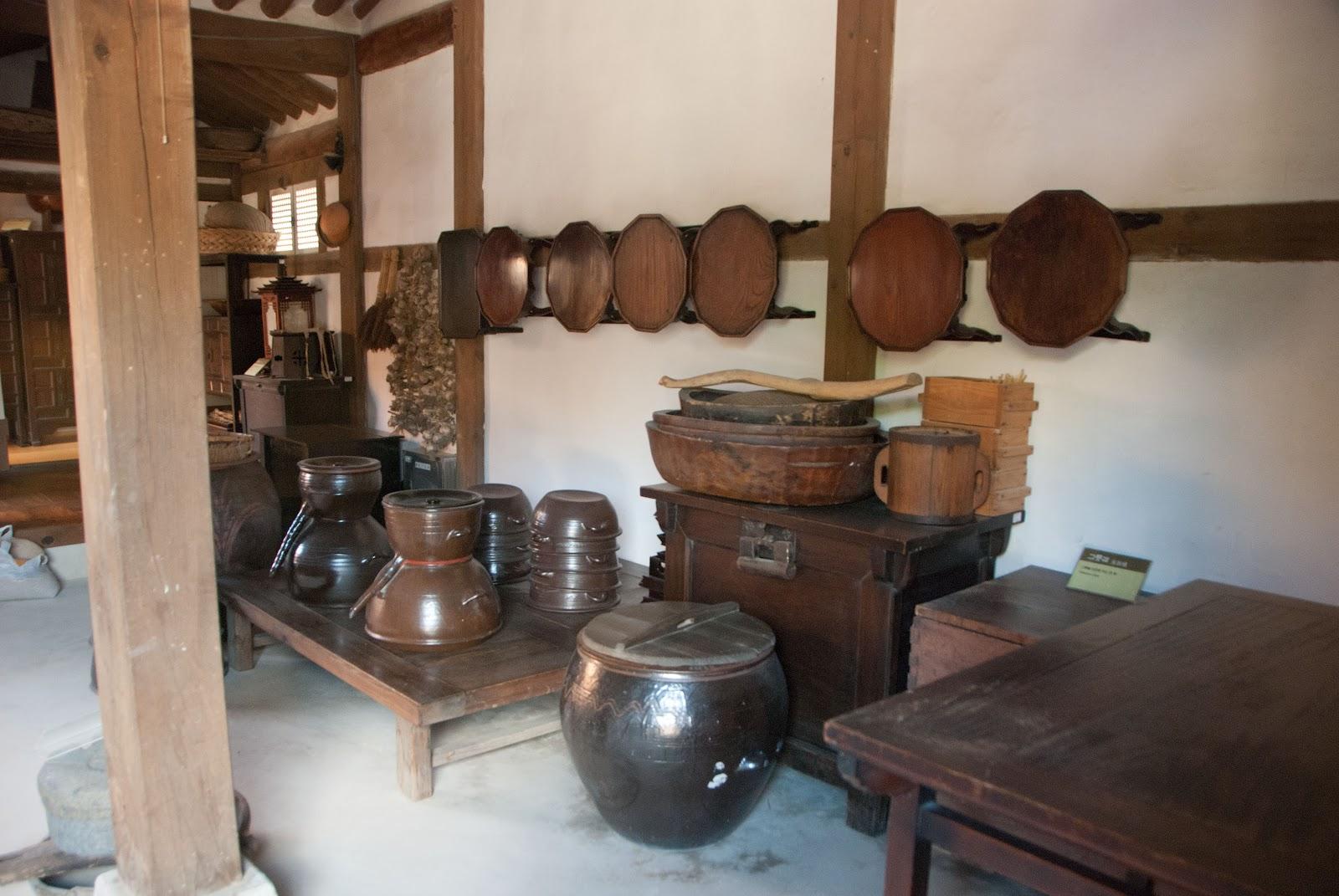 Doc trapho namsangol hanok village south korea for Traditional korean kitchen