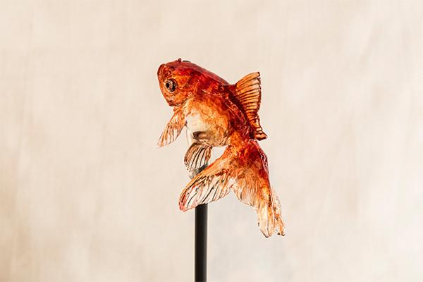 11-Goldfish-Ame-shin-Amezaiku-Japanese-Art-of-Candy-Animal-Sculptures-www-designstack-co