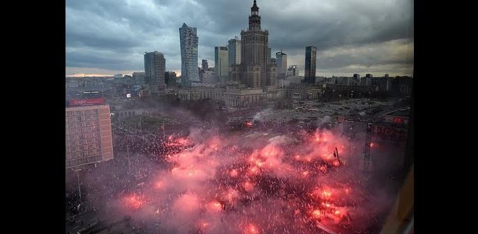 Πολωνία: 60.000 εθνικιστές βγήκαν στους δρόμους (vid) στην Ελλάδα υποδέχονται λαθρο και διαβάζουν αριστερούς στο ίντερνετ!