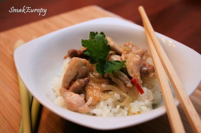 Słodko-pikantny kurczak po wietnamsku, kuchnia orientalna, kuchnia wietnamska.