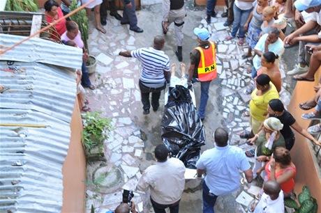 Agencia EFE informá hombre mata a tres mujeres y a una niña y luego se suicida