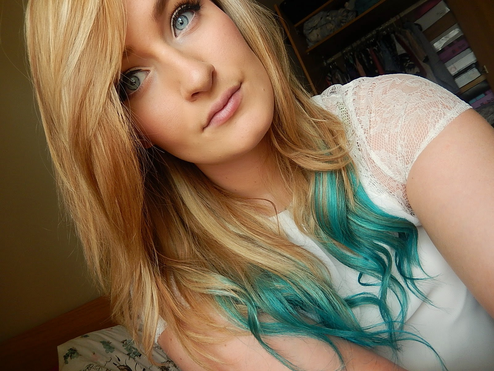 UK Beauty Blogger with mermaid dip dye hair. Blue dip dye hair from Hair Crazy on Beka's Beauty.