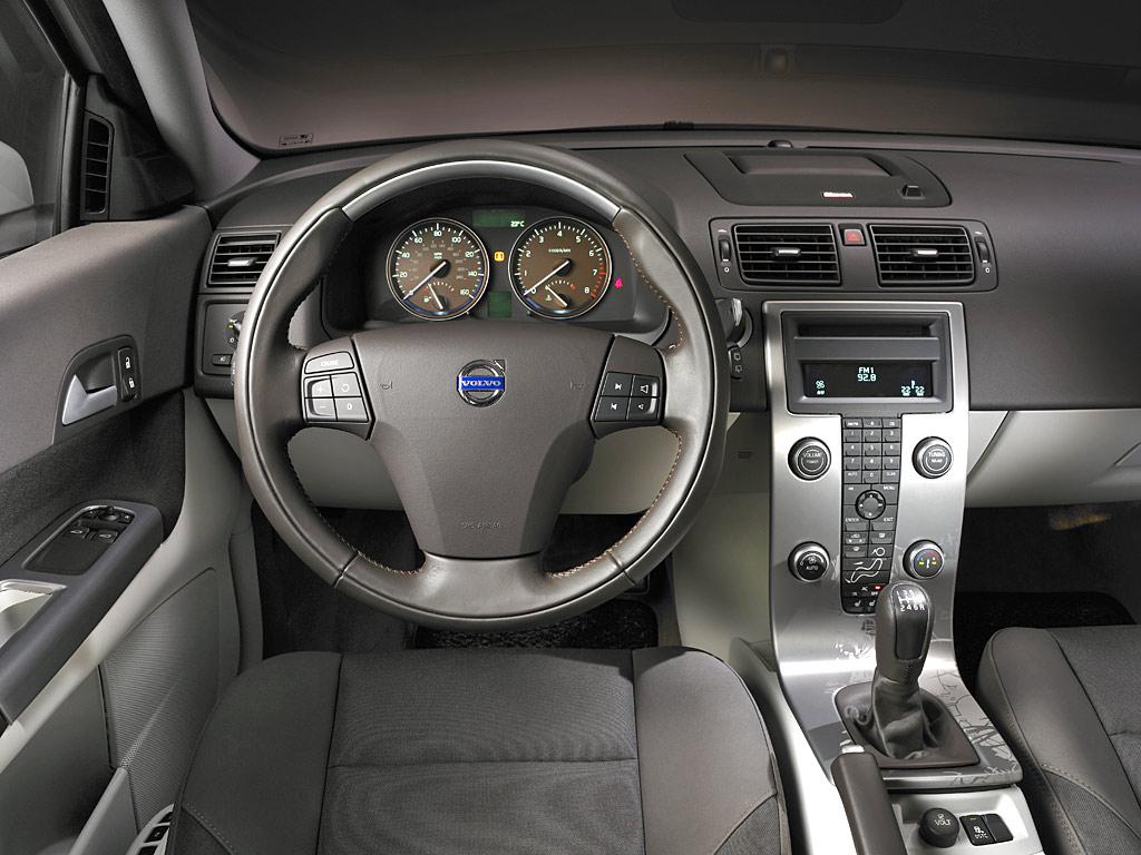 http://3.bp.blogspot.com/-TNP1ImCUmJU/Tfh-VdsB_GI/AAAAAAAAAiM/edpDVZ2zBAY/s1600/Volvo-c30-dashboard-view.jpg