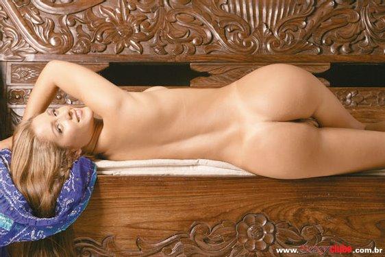 Nana Gouv A Nua Em Antigo Ensaio Mostrando Sua Bucetinha Linda