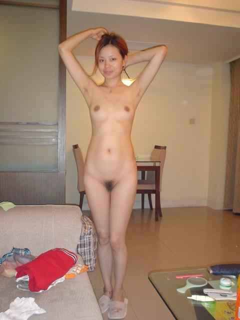 Amateur Asian Chick Posing Nude On Vacation