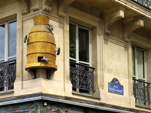 Former honey merchant's sign, rue Pierre-Lescot, Paris