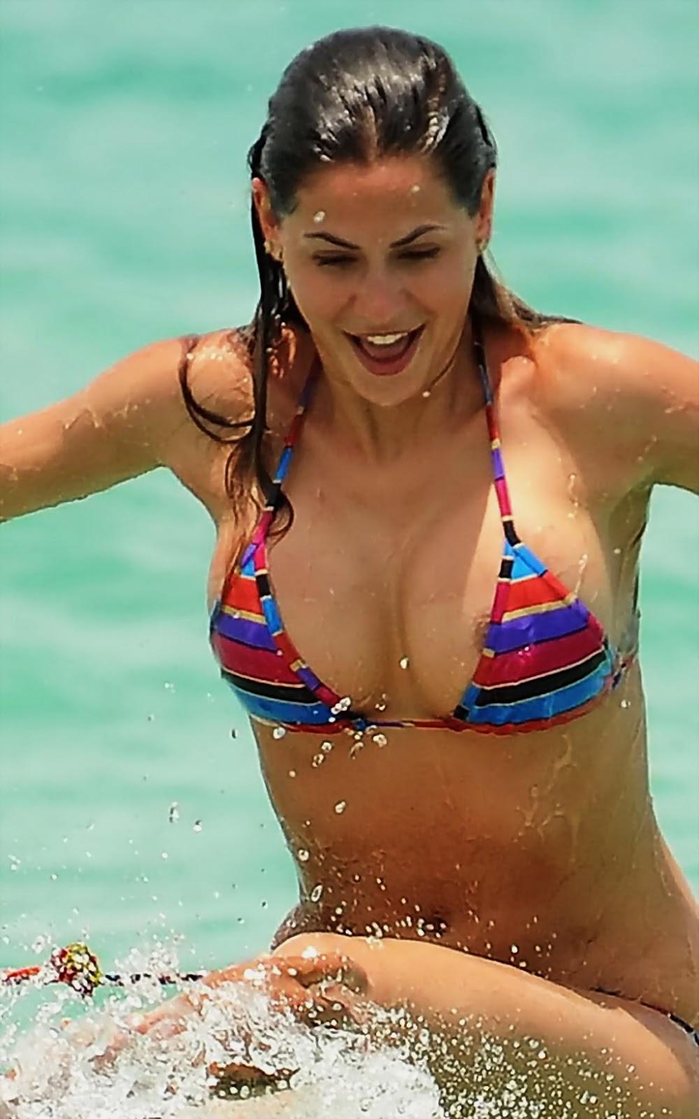 Melissa Satta Bikini Bottom Gets Snagged
