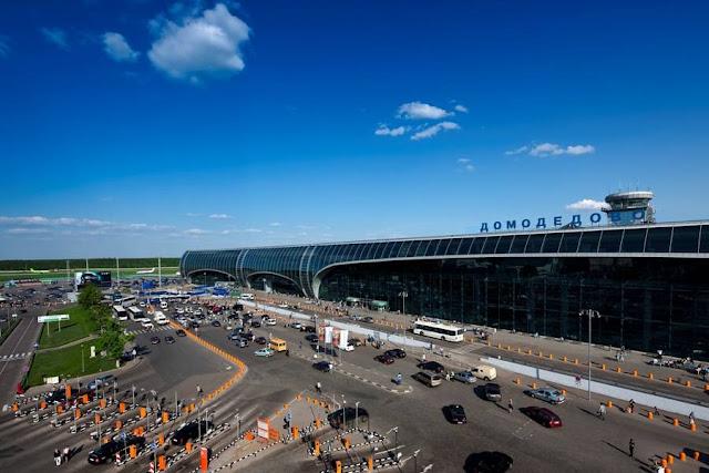 Η διάρκεια των απευθείας πτήσεων από το αεροδρόμιο της Αθήνας προς τη Μόσχα είναι περίπου 3 ώρες και 30 λεπτά.