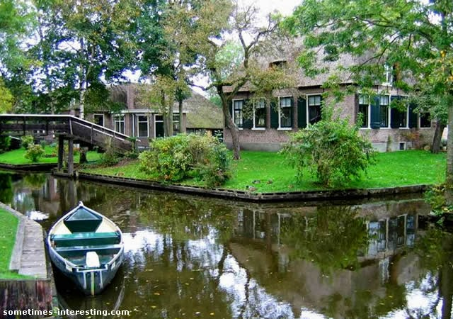 Giethoorn - Venice of the Netherlands