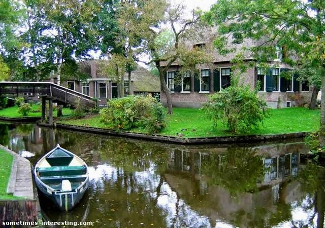 Giethoorn - Venice of the Netherlands