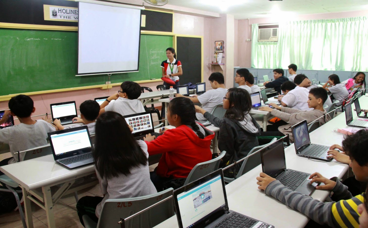 Modern Classroom With Students : Innovation of educational technology in the setting