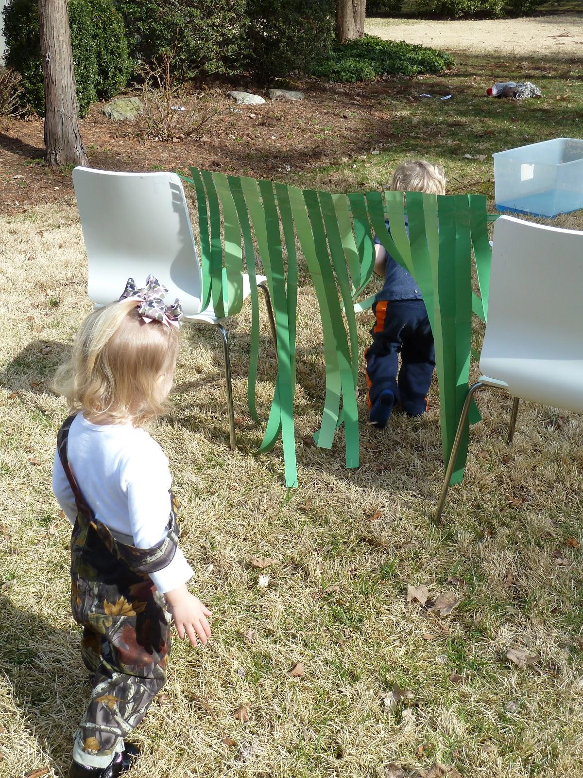A Bear Hunt Little Happies:...