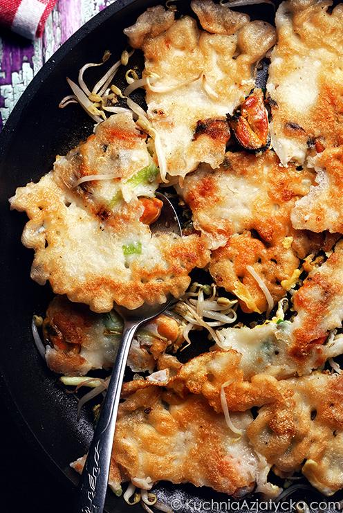 Rwane ryżowe naleśniki z małżami © KuchniaAzjatycka.com