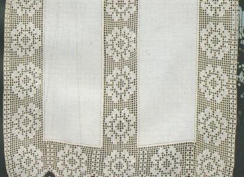 Professione Donna: Tenda di lino con inserti a filet