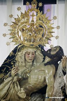 XIV Estación. Jesús en brazos de su Madre