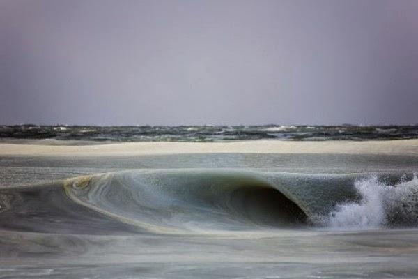 Η θάλασσα πάγωσε! Δείτε τα υπέροχα γρανιτένια κύματα! (ΦΩΤΟ)
