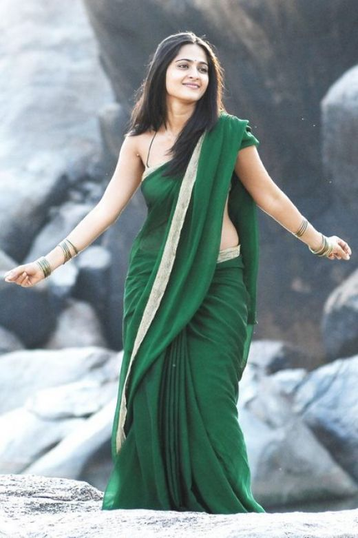 Anushka Hot Navel Show in Green Saree Photos