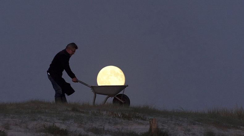 Fotógrafo Laurent Lavender juega con la Luna