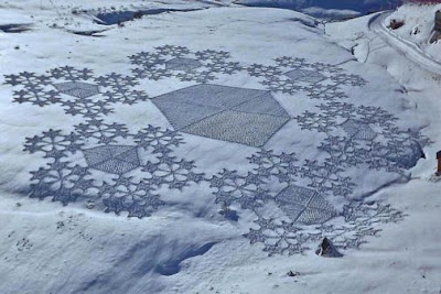 "Simon Beck Snow Art ""Hexies"""