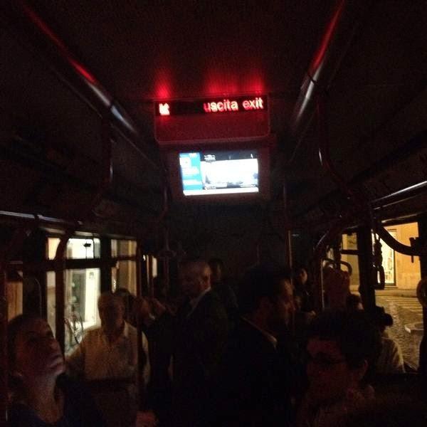 Buio sull'autobus #Atac