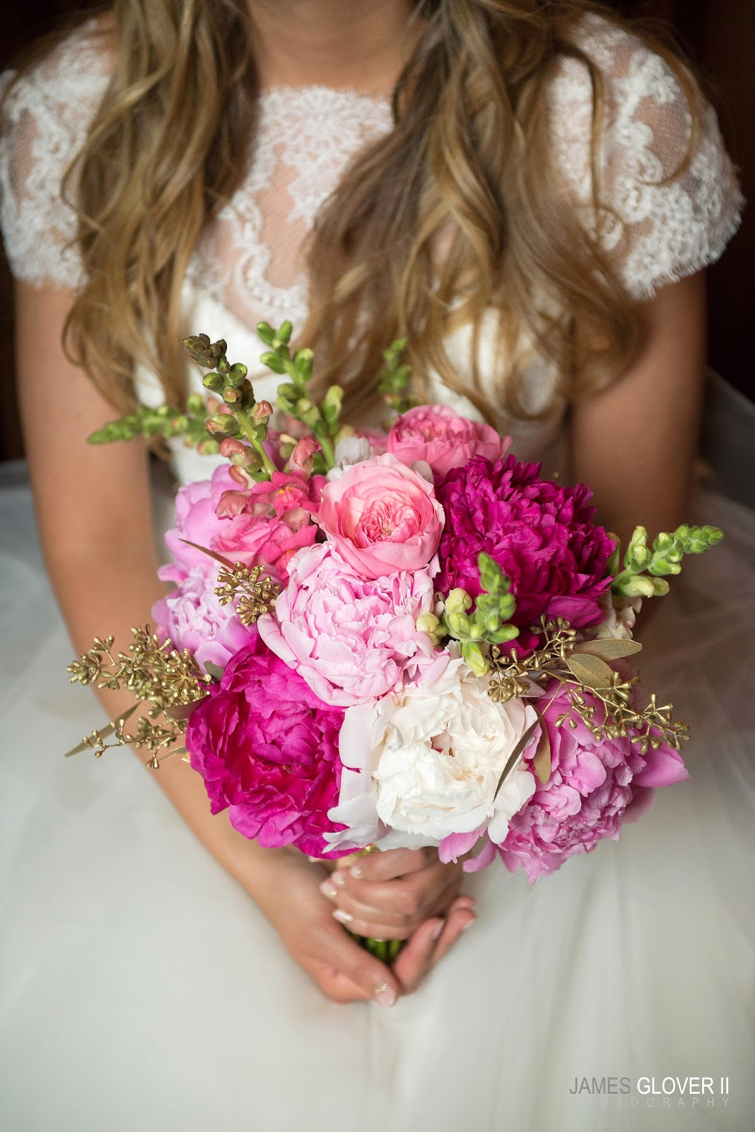 Pink and white bridal bouquet by B&B Design Reno // Nevada Museum of Art wedding // James Glover Photography // Take the Cake Event Planning