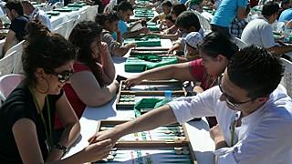 Plus de 350 joueurs de backgammon