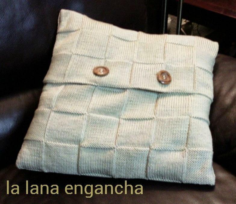 La lana engancha: COJÍN A CUADROS
