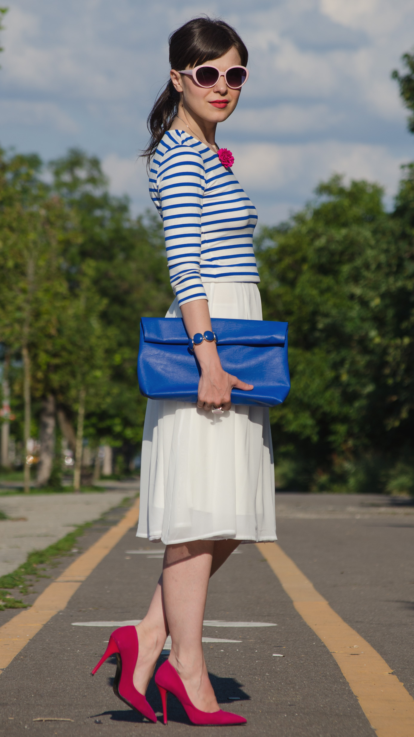blue stripes top white skirt bright orchid fuchsia shoes blue bag