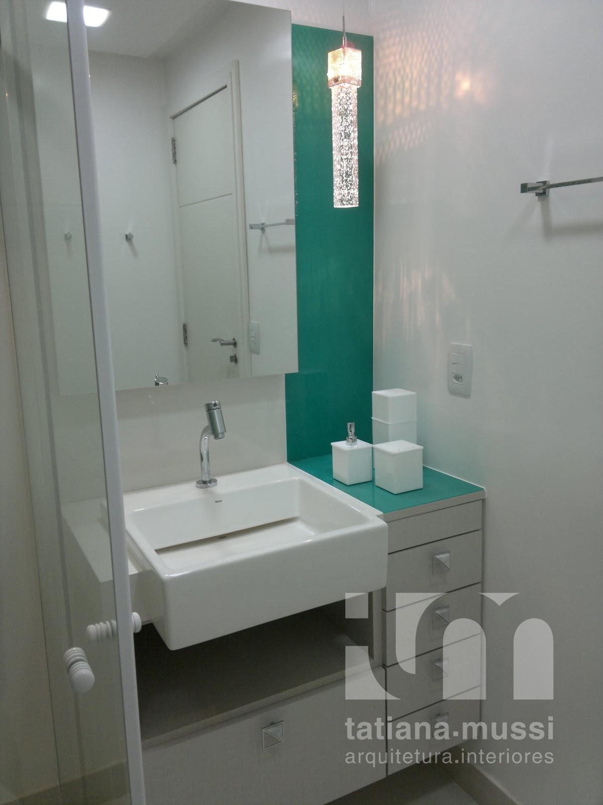 Tatiana Mussi Arquitetura e Interiores: Apartamento na praia #21594F 1200x1600 Banheiro Casal Pequeno